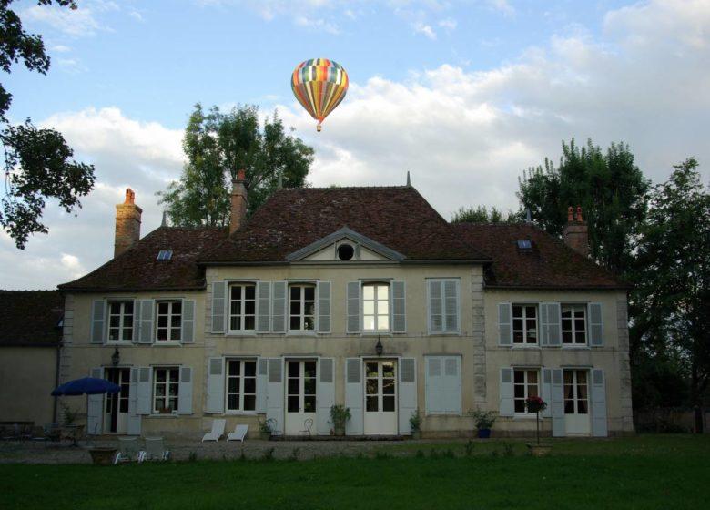 462881_chateau_de_geraudot_et_montgolfiere_lac_dorient