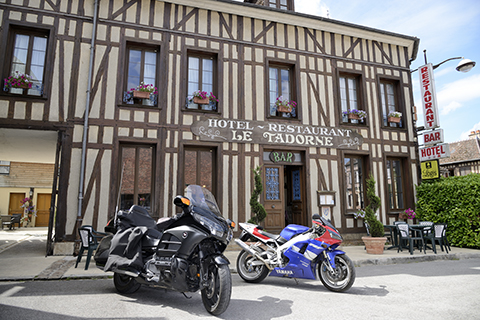 515351_hotel-restaurant-le-tadorne-galerie-parking-motos